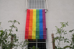 Regenbogenfahne an jedem Kinderzimmer