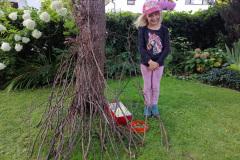 Katharina hat eine Hütte für ihre Tier gebaut