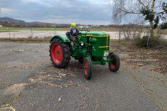 Mit dem Onkel sein Traktor darf Philipp auch mal fahren